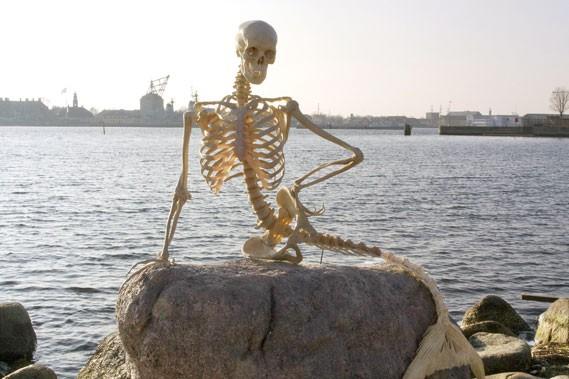 À Copenhague, un squelette a pris la place... (AFP)