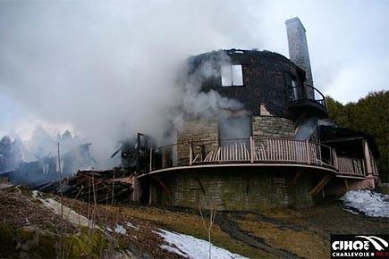 Un incendie d truit un b timent patrimonial de charlevoix for Auberge la grande maison charlevoix