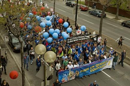 Les manifestants se sont rassemblés à la station... (Photo David Boily, La Presse)
