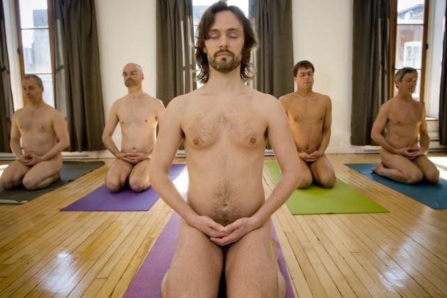 Cours de yoga pour hommes avec David Flewelling... (Photo: David Boily, La Presse)