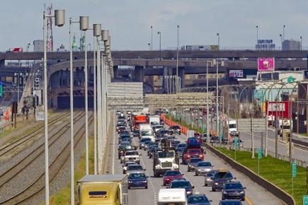 Les 290 000 véhicules qui empruntent chaque jour... (Photo: André Pichette, La Presse)