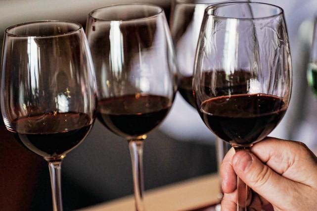 Sirotant un verre de Saperavi, un vin à la robe rubis, Donato Lanati,... (Photo: photothèque La Presse)
