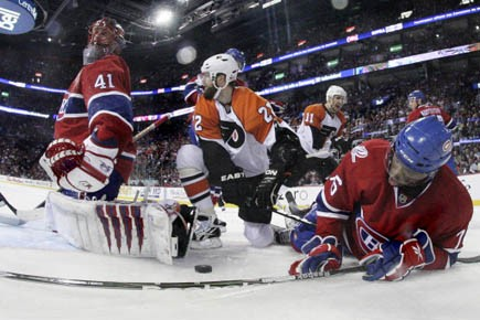 Après une cuisante défaite de 5-1, les Flyers... (Photo: Dave Sandford, Reuters)