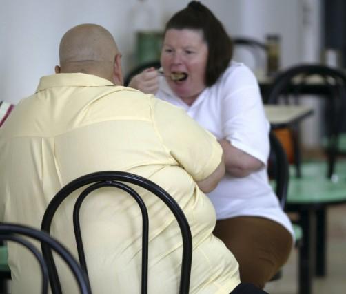 L'obsession du poids, les interdits alimentaires, les régimes... (PHOTO: ARCHIVES REUTERS)