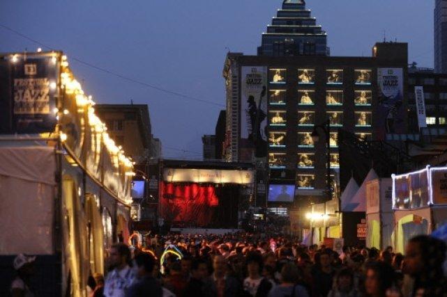La rue Sainte-Catherine au coeur du Festival de... (Bernard Brault, La Presse)