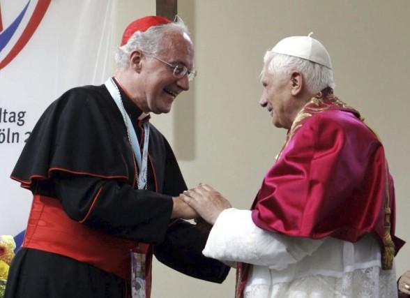 BenoîtXVI (à droite), un pape conservateur, qui vient... (PHOTO REUTERS)