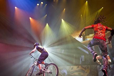 La nouvelle création du Cirque Éloize, iD, est un conte urbain sur l'identité. (Photo: Ivanoh Demers, La Presse)