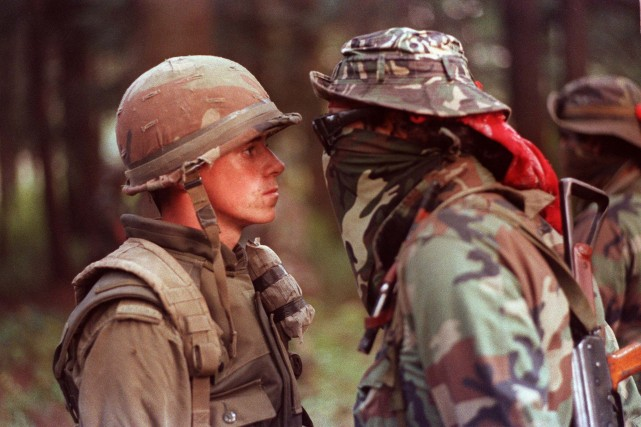 Le soldat Patrick Cloutier et le warrior Brad... (PHOTO: SHANEY KOMULAINEN, ARCHIVES PC)