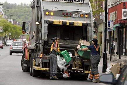Ramassage des déchets recyclables dans les rues de... (Photo d'archives, François Roy, La Presse)