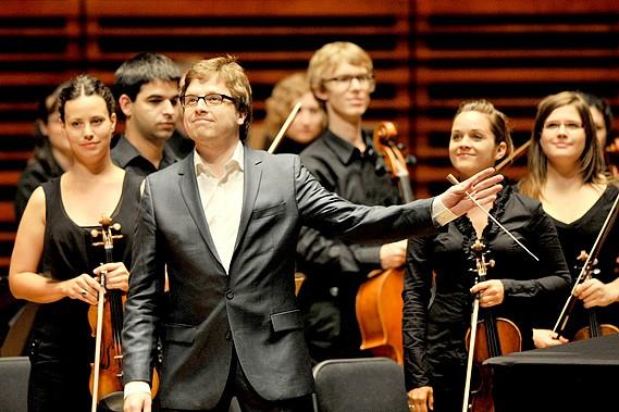 L'Orchestre de la Francophonie, dirigé par le chef... (Le Soleil, Patrice Laroche)