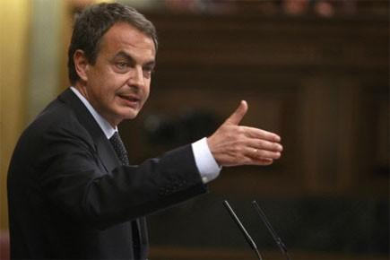 Le chef du gouvernement espagnol, José Luis Rodriguez... (Photo: Reuters)