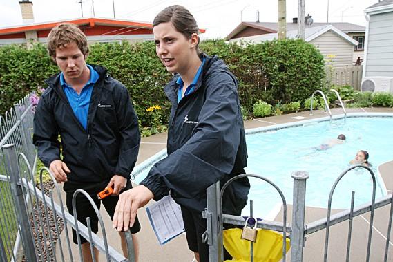 Piscines r sidentielles la porte d 39 acc s souvent non for Cloture amovible piscine quebec