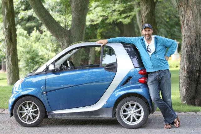 Martin Petit et sa Smart... (Photo: Stéphane Champagne, collaboration spéciale)