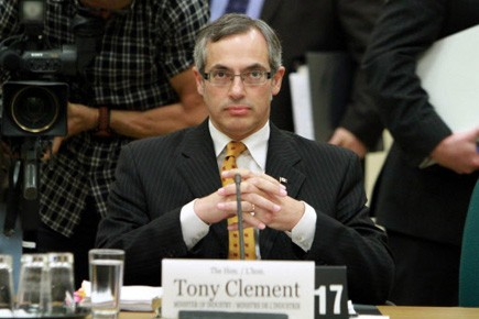 Le ministre de l'Industrie, Tony Clement.... (Photo: PC)