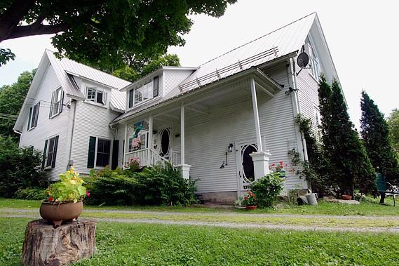 La maison blanche au canada isabel authier maisons for Photo de maison au canada