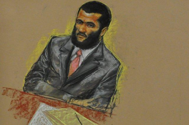 Omar Khadr fait face à cinq chefs d'accusation.... (Croquis: Janet Hamlin, PC)