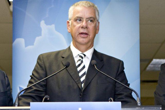 L'ex-ministre Jacques Dupuis a tiré sa révérence avec... (Photo: David Boily, La Presse)