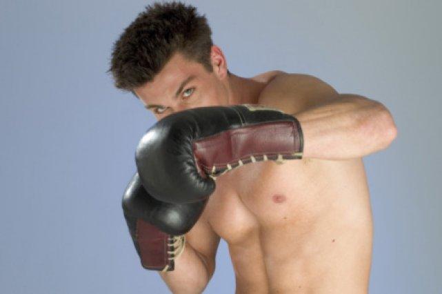 Des chocs crâniens répétés chez des sportifs, comme... (Photos.com)