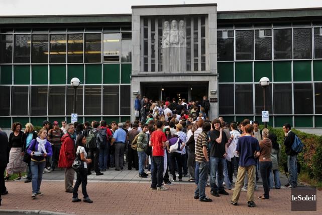 Pour l'heure, l'Association générale étudiante du Collège François-Xavier... (Photothèque Le Soleil, Patrice Laroche)