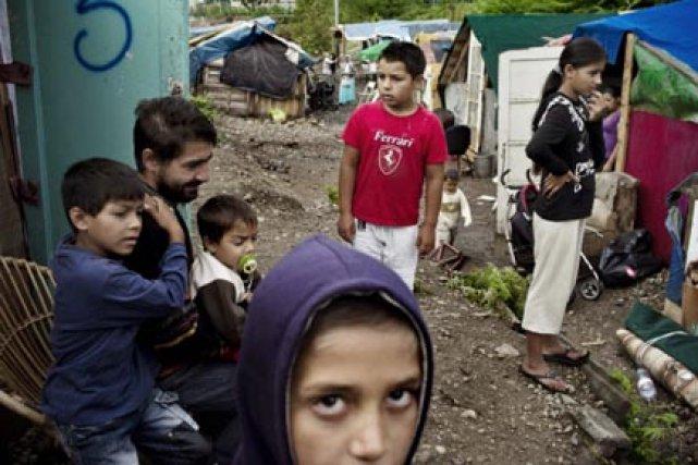Un campement de Roms localisé dans la ville... (Photo: Jeff Pachoud, AFP)