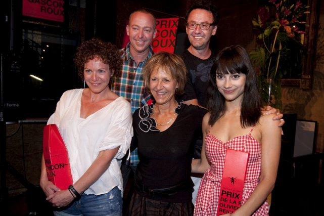 Lorraine Pintal entourée des lauréats Macha Limonchik, Guy... (Photo: Robert Skinner, La Presse)