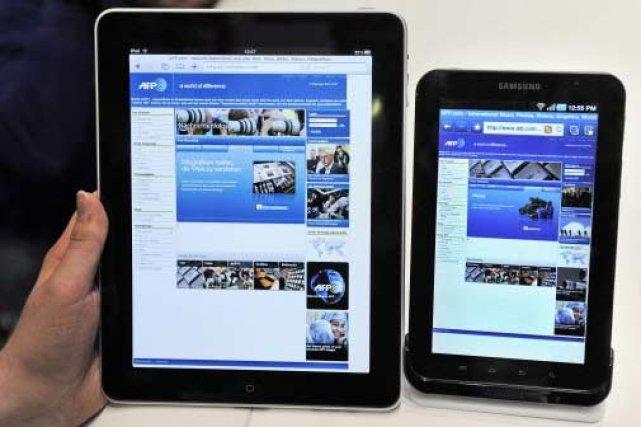 Un iPad d'Apple aux côtés d'un Galaxy Tab... (Photo: AFP)