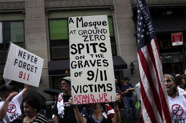 Des gens protestaient à New York contre le... (Photo: AP)