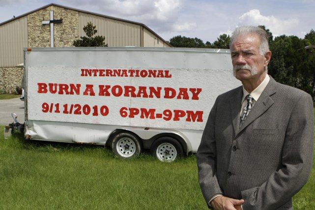 Le pasteur Terry Jones refuse d'annuler sa «journée... (Photo: AP)