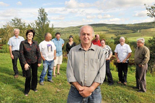 Yvon Bourque sur sa terre, avec d'autres propriétaires... (Le Soleil, Steve Deschênes)