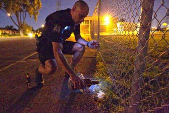 Patrouille de police de nuit, à Laval. Le... (Photo Alain Roberge, La Presse)