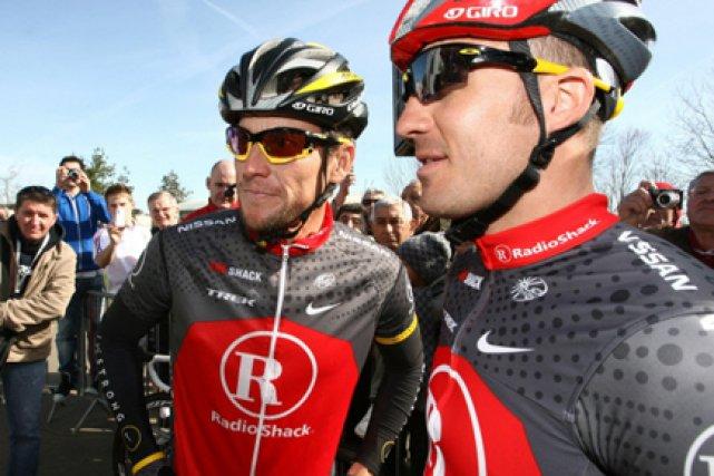 Yaroslav Popovych et son co-équipier Lance Armstrong(à gauche)en... (Photo: AP)