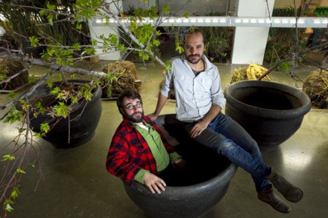Deux des trois BGL dans leur laboratoire du... (Photo: Alain Roberge, La Presse)