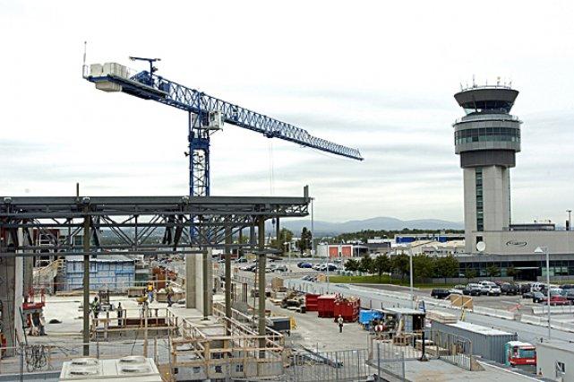 D'ici 2015, l'aéroport prévoit des investissements de près... (Photothèque Le Soleil, Erick Labbé)