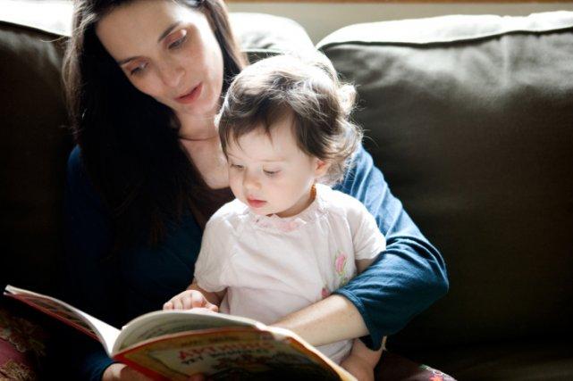 L'apprentissage de la lecture, phénomène trop récent pour avoir influencé... (Photos.com)