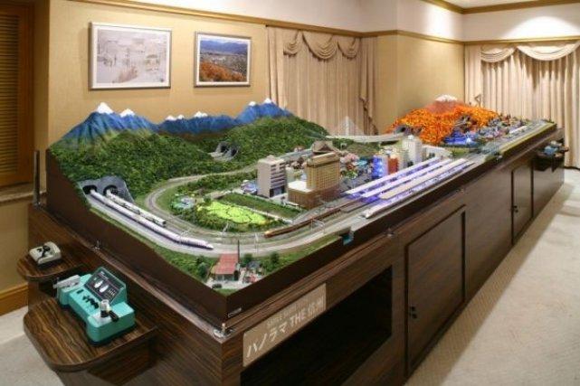 Un h tel japonais installe un train lectrique dans sa suite de luxe asie - Lay outs idee ...