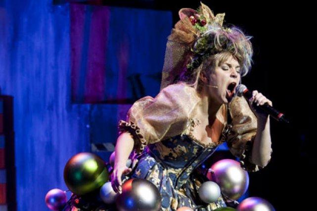 Imitatrice formidable, Véronique Claveau joue et danse rudement... (Photo fournie par le théâtre du Rideau Vert)