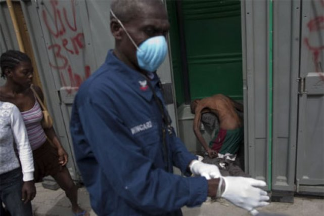 En Haïti, l'épidémie de choléra a fait 2... (Photo: AP)