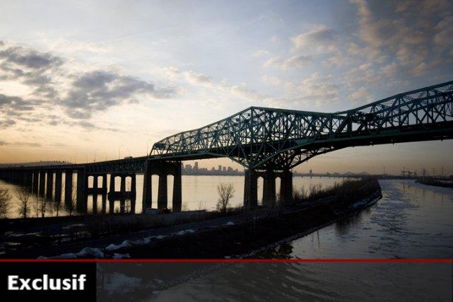 Le nouveau pont, qui longerait l'ancien, coûterait entre... (Photo: François Roy, La Presse)