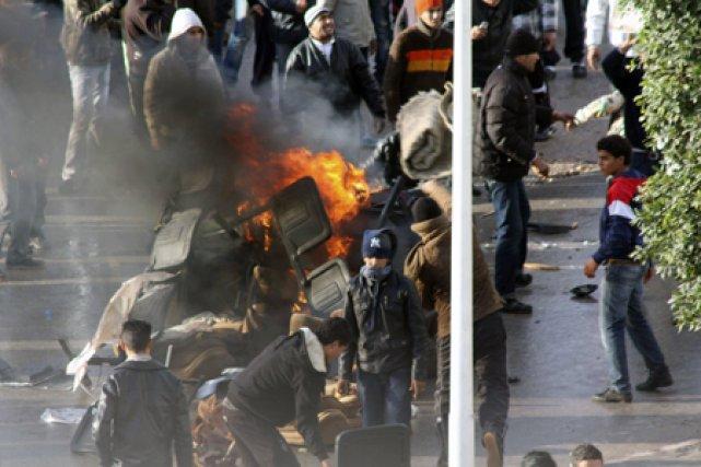 Les heurts entre manifestants et policiers se sont... (Photo: Reuters)