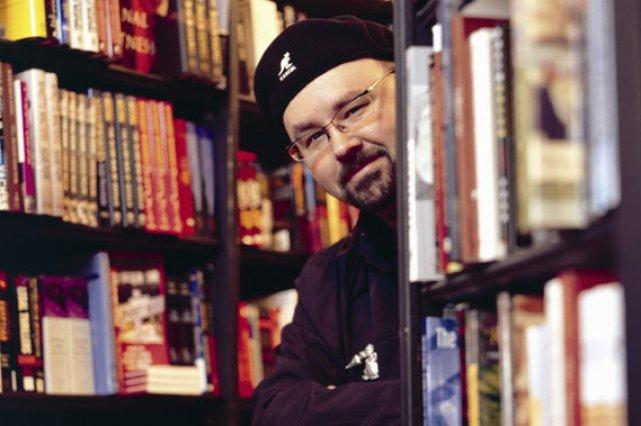 «J'écris pour les gens qui aiment lire, dit... (Photo fournie par les éditions Robert Laffont)