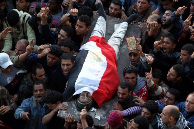 Le soul vement a d j fait plus de 100 morts en gypte l for Portent en arabe