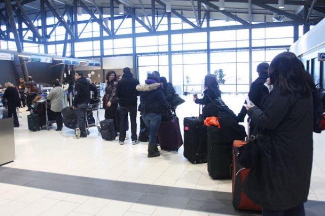 Ottawa modifie la liste des articles interdits à bord des avions,  réhabilitant... (Étienne Ranger, LeDroit)