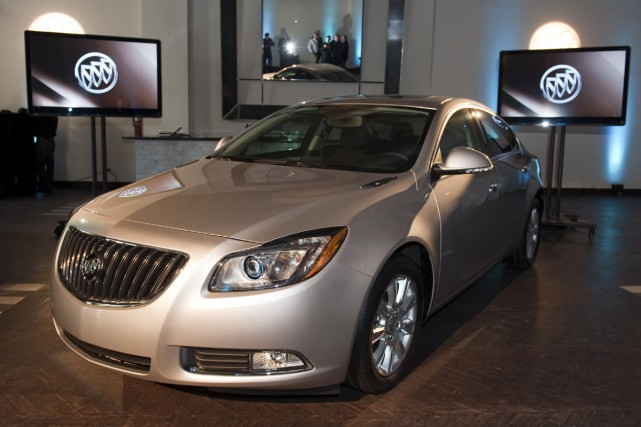 La Buick Regal eAssist 2012 consommera 9 litres... (Photo Reuters)