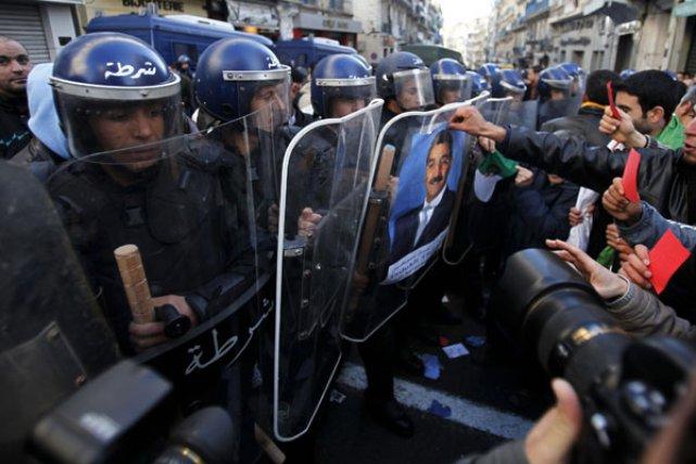 Comment le régime de Bouteflika réagira aux manifestations?... (Photo: Farouk Batiche, Reuters)