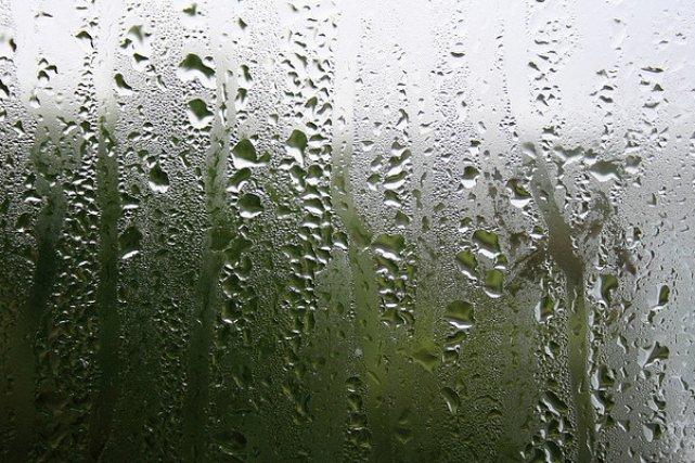 quand la condensation colle aux vitres gilles anger immobilier. Black Bedroom Furniture Sets. Home Design Ideas