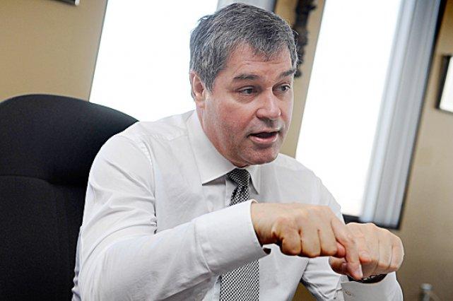 Le ministre Yves Bolduc doit passer de la... (Le Soleil, Patrice Laroche)