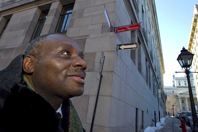 Kanyurhi T. Tchika devant la rue Sainte-Thérèse, dans... (Photo: Alain Roberge, La Presse)