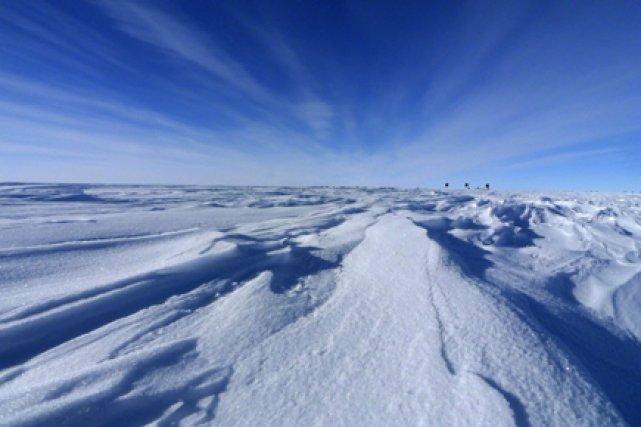 La glace sous la calotte de l'Antarctique fond régulièrement et forme des... (Photo: AP)