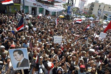 Les étudiants de l'université de Sanaa campent sur... (Photo: Reuters)