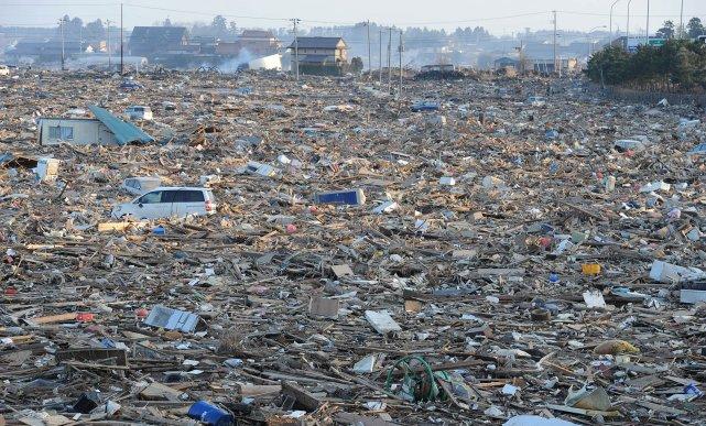 Des milliers de débris, y compris des dizaines... (PHOTO: MIKE CLARK, AFP)